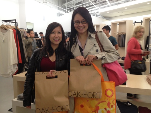 Fashion bloggers Jordana and Sheila pick up some fall must-haves at oak + fort for 20% off